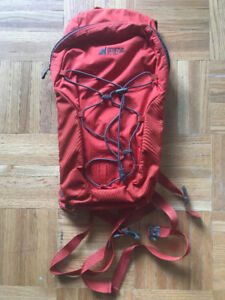 Mountain Equipment Coop Mountain Fountain Hydration Pack