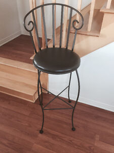 Jolies chaises en fer forgé presque neuves