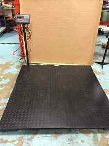 FLOOR SCALES - 4'X4' & 5'X5' - WITH DIGITAL DISPLAY AND STAND