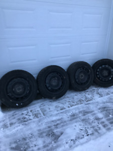 4 WINTER TIRES AND RIMS 4 PNEUS HIVER ET JANTES 205 55R 16