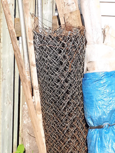 Chain link fencing with polls