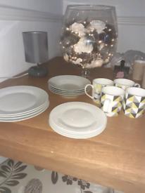 Full dinner set including cups