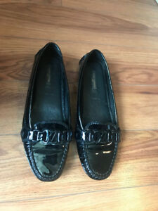 Louis Vuitton- Oxford Flat Loafer in Black Patent Leather