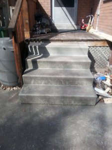 FREE concrete steps: 4' wide x 2.5' high