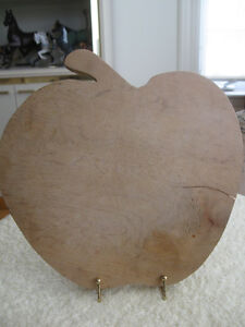 GRANDMA'S OLD VINTAGE APPLE-SHAPED WOODEN CUTTING BOARD