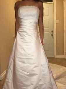 Gorgeous Hand Beeded Crystal Wedding Gown with Cathedral Train West Island Greater Montréal image 6