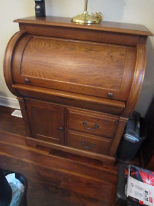 Beautiful Solid Wood Roll Top Desk and Chair