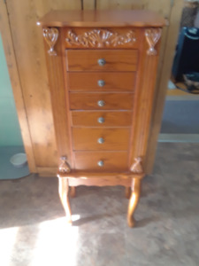 Stand up jewelry armoire