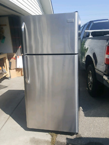 Frigidaire stainless steel fridge in excellent condition