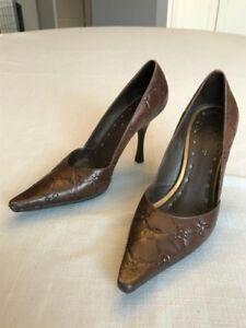 BCBG BROWN LEATHER PUMPS SZ 6