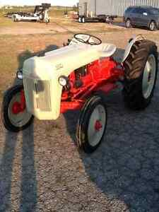 TRACTOR 1950 FORD 8N London Ontario image 1