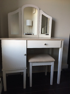 Vanity and Bench Set