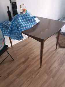 Selling dinning table. Urgent immediately