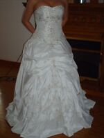 Alteration on Wedding Gowns and Prom Gowns.&  Wedding Decorator