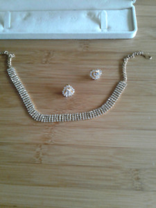 Beautiful vintage necklace and earrings