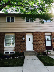 Renovated Townhouse, bus route, schools, amenities
