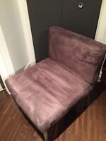 Grey chair/ chaise grise
