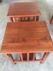 2 End Tables & Coffee Table in great condition
