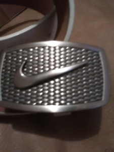 NIKE Buckle & White Leather Belt