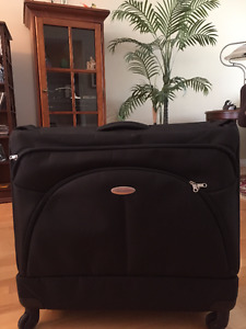 Samsonite X'ion Black Spinner Garment Bag