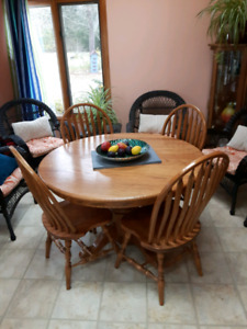 Solid oak dining table with 6 chairs.
