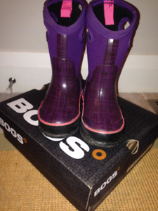 Girls BOGS Size 8 Excellent Condition