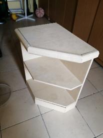 Corner table shelf