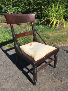 Antique chair / Chaise antique