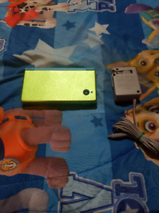 Blue Nintendo dsi includes case and charger
