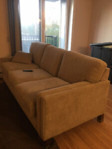 CLEAN LAZY BOY  COUCH