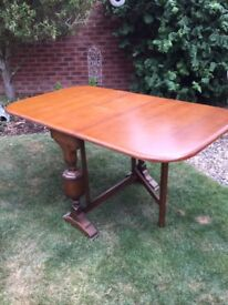 Vintage Extendable/Fold DownDining Room Table