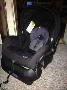 maxi cosi infant car seat Prince George British Columbia image 1
