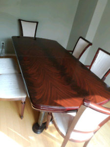 Wood dining table perfect condition