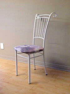 Chaise blanche Amisco