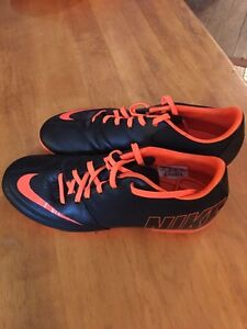 Cleats - Nike boys size 7.5 Perfect condition