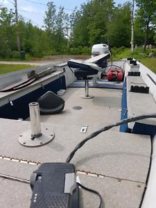 16ft aluminum boat.  16' Fishing boat 5000 obo