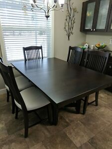 SOLID MAPLE DINING TABLES & 6 CHAIRS