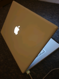 Macbook pro polycarbonate (120gb ssd )