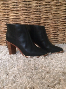 TED BAKER - Black Leather Booties