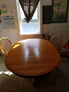 Dinning room table solid wood with removable insert/leaf