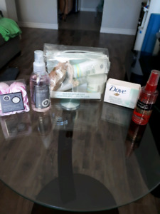 Whole lot of bathroom products! Never used!