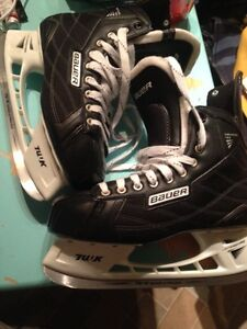 Used once size 11r Bauer skates
