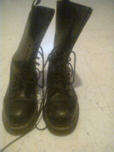 doc martins,14 hole, steel toe