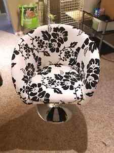 Swivel Flower Chair