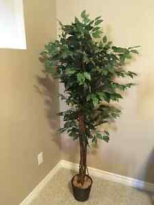 Artificial/Fake tree/plant - Excellent London Ontario image 1