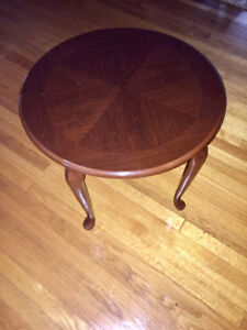 Side/accent table