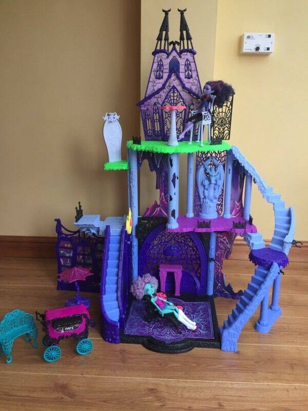 Huge monster high freaky fusion castle set with dolls and ...