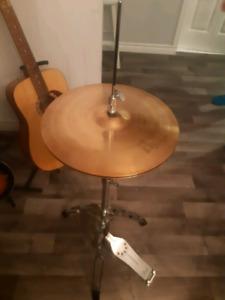 Pied de hi hat et cymbale Sabian B8