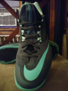 Nike zooms basketball runners