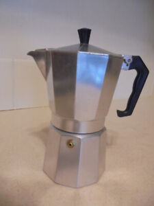 Moka pot / Italian traditional 6-Cup coffee maker
